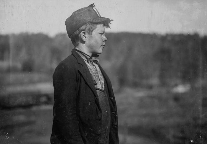 Дейв, толкатель тележки в шахте Бесси в Алабаме.