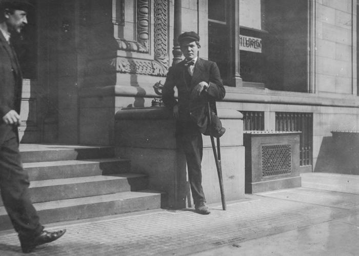 Нейл Галахер потерял свою ногу в результате несчастного случая на шахте, когда ему было 13 лет. 1909, Пенсильвания.