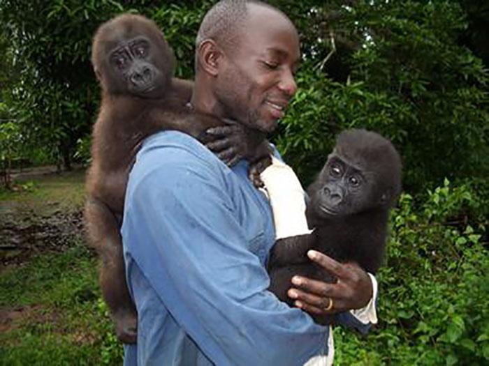 Вот уже 12 лет Сандра Анаклет работает в приюте для обезьян. Фото: Amy Hanes.