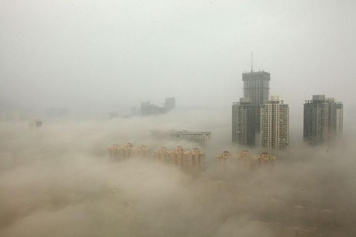 Столицу Китая накрыл смог.