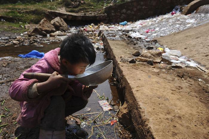 Загрязненный источник воды.