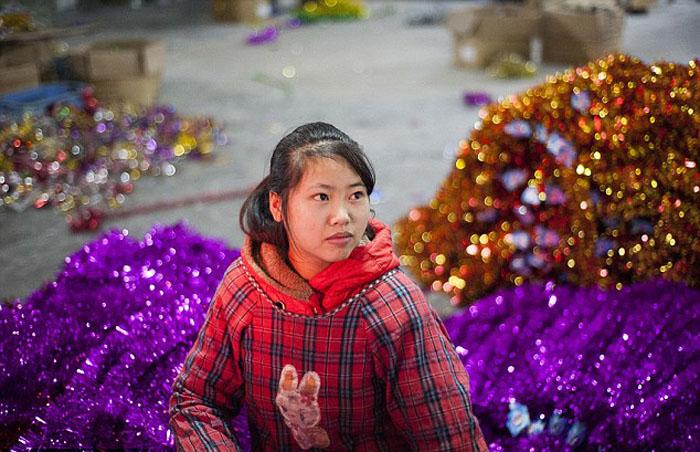 15-летняя Чжао Йиминь работает на фабрике с 11 лет.
