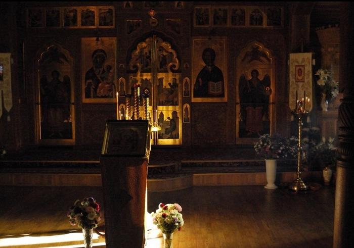 Внутренне убранство церкви.