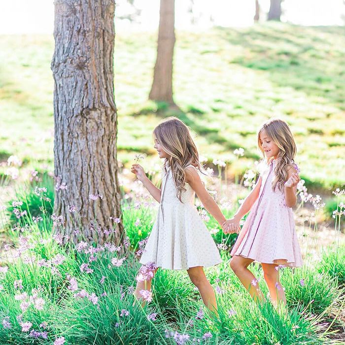 Девочки участвуют в фотосессиях каждую неделю несколько раз. Instagram clementstwins.