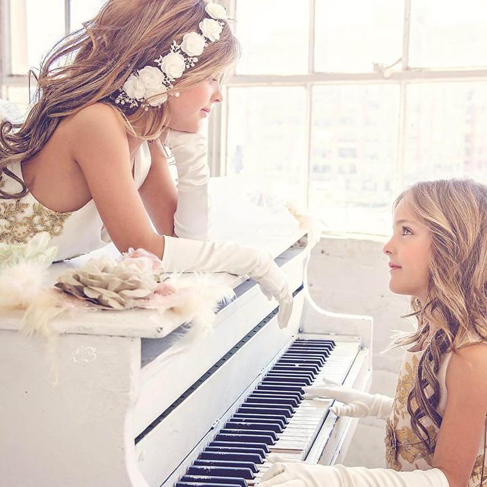 Девочки заключили контракт с компанией Barbie. Instagram clementstwins.