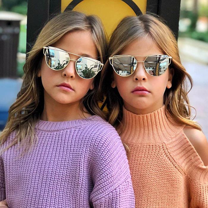 Мама девочек утверждает, что близняшки сами решили стать моделями. Instagram clementstwins.