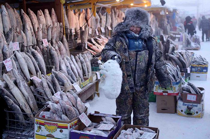 Центральный рынок в Якутске. Овощи и фрукты тут не растут, зато рыбы и мяса хватает.