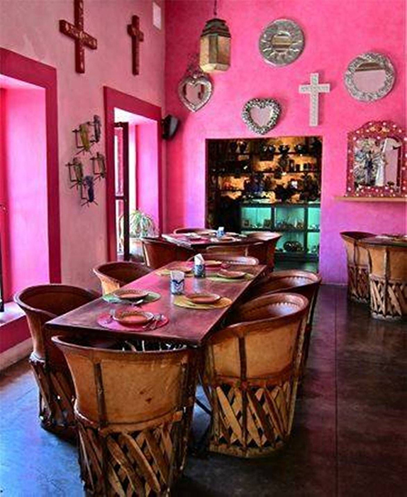 Розовый интерьер в Латинской Америке.