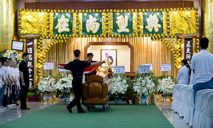 Белые похороны в Китае.
