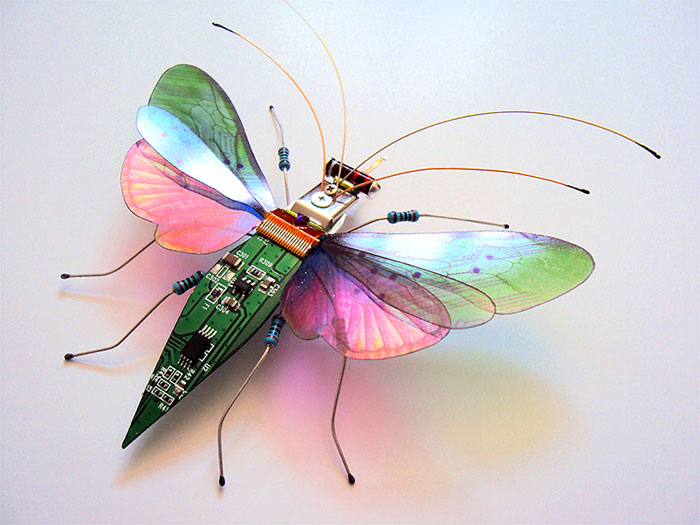 Изящные бабочки из старых компьютеров. Автор: Julie Alice Chappell.