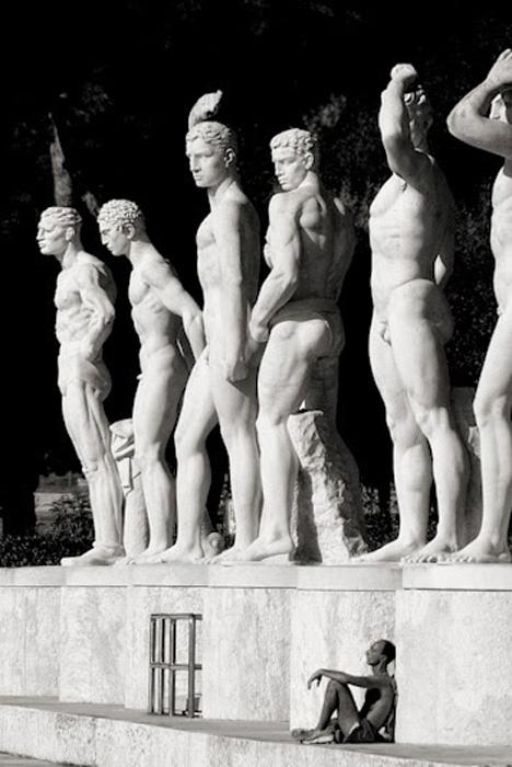 Возле статуй.  Автор фото: Stefano Corso.
