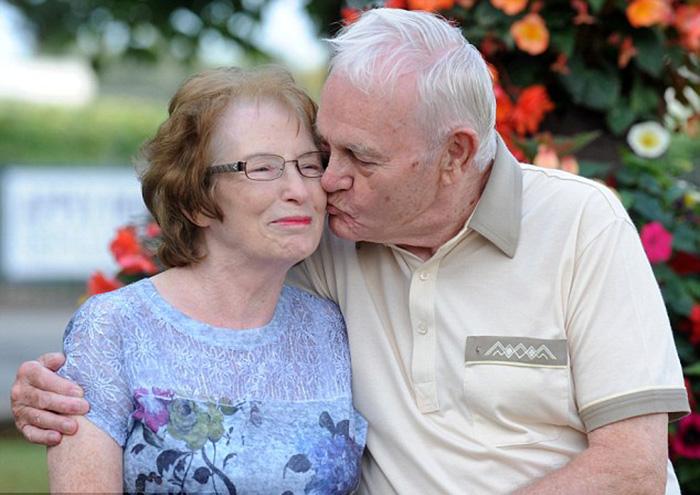 Пара встретилась после 60 лет разлуки.
