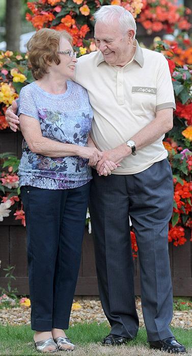 В конце 1950-х Рон получил выгодный контракт и его отношения с Рут закончились.