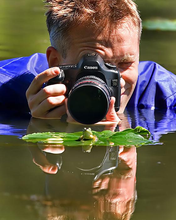 Jason Friesen. Жалко, что лягушка не смотрит в объектив.