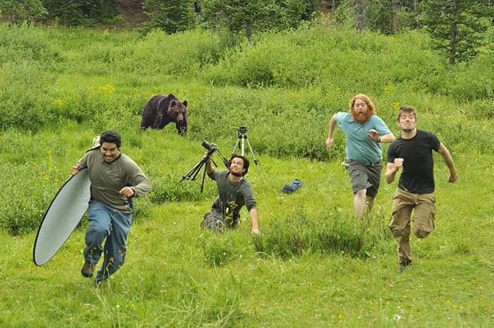 Хороший фотограф обязан уметь быстро бегать.