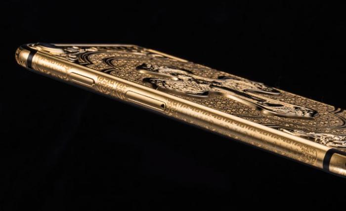 Пасхальные айфоны, инкрустированные золотом.