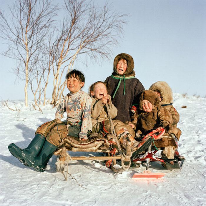 Ульяна, Яна, Ольга, Семен и Хассовако. Ямал, Сибирь, Россия, 2012.