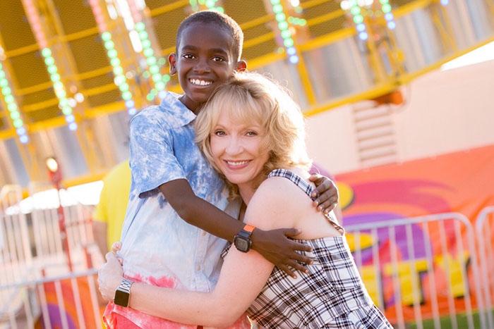 Джона с приемной мамой. Мальчика усыновили из сиротского дома в Эфиопии.