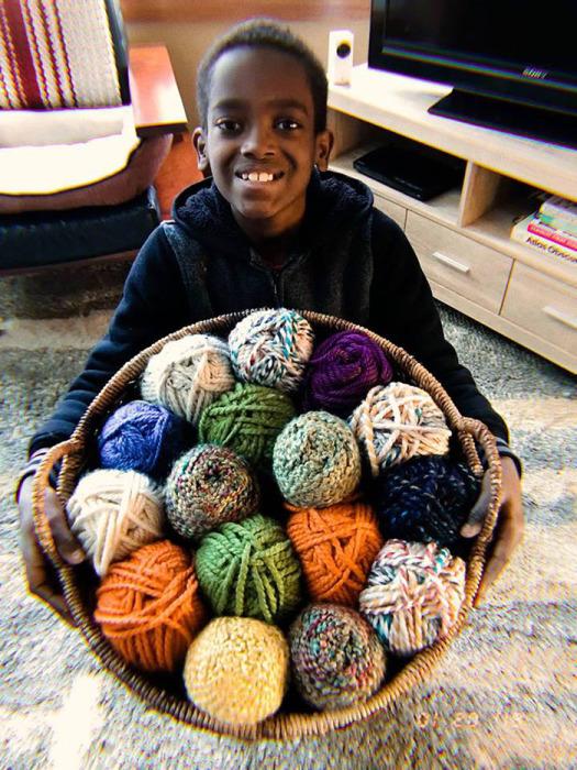 Джона экспериментирует с разными нитками, узорами и цветами. Instagram jonahhands.