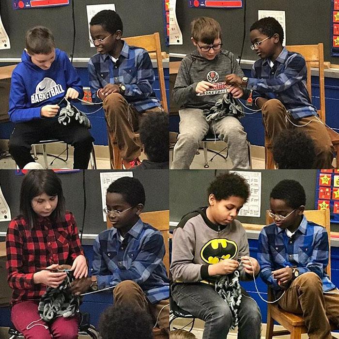 Джона учит других детей вязать крючком. Instagram jonahhands.