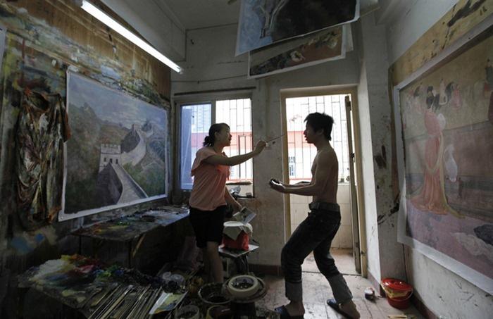 В Дафене проживает и работает несколько тысяч художников.