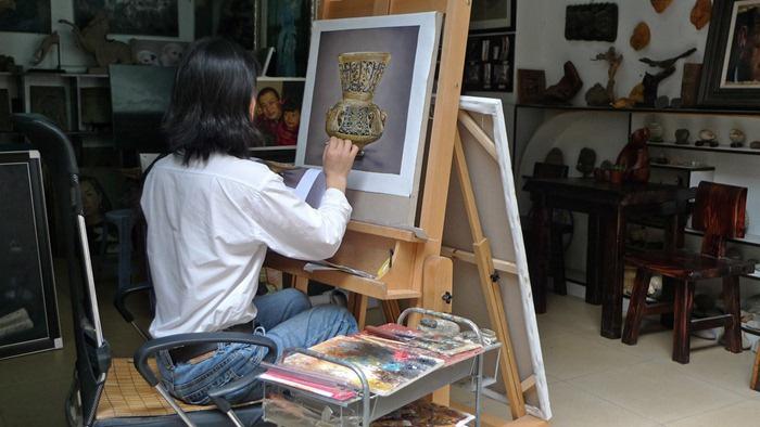 У местных художников большой опыт по созданию копий мировых шедевров.