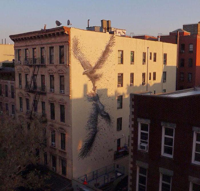 Со стороны граффити DALeast выглядят, как скульптуры из металла.