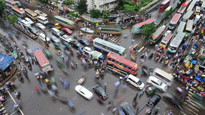Перенаселеднный город в Бангладеше. Фото: Munir Uz Zaman.