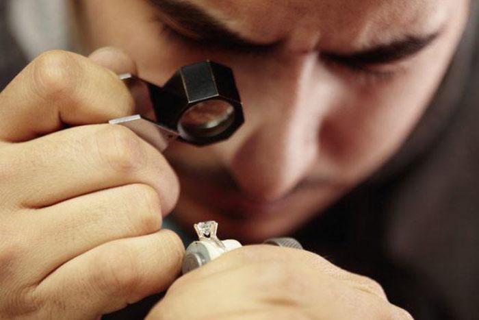 В 1800-х бриллиантов было намного меньше, чем сегодня, и ими владели только очень богатые люди.