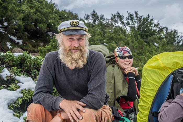 Несмотря на свой возраст, Андрей Дидух регулярно ходит в горы.