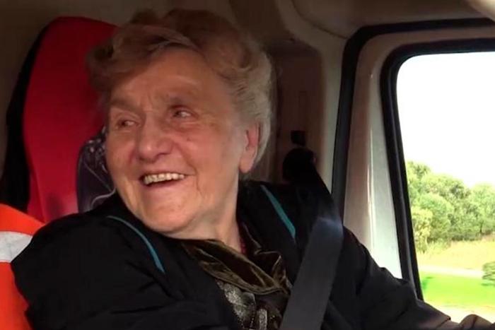 Галина Ивановна любить водить автомобиль.