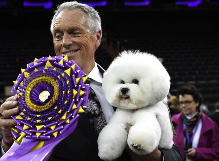 Билл МакФадден со своим питомцем, ставшим победителем.