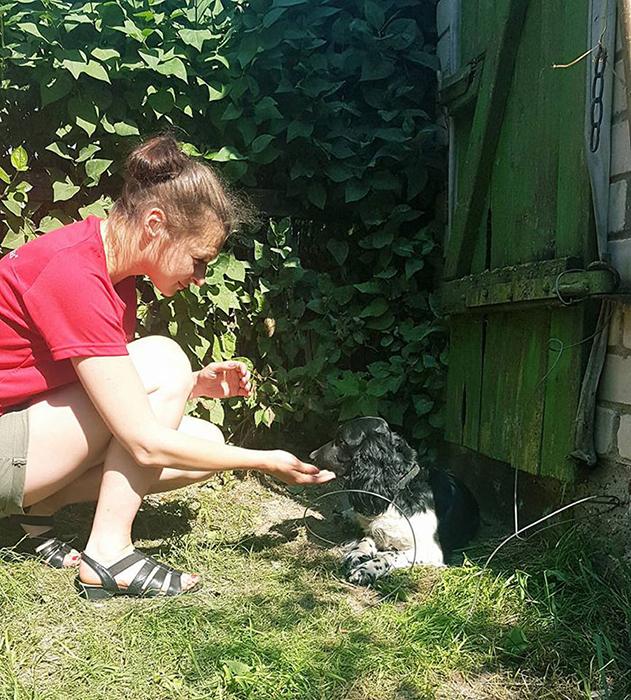Первым делом Одра освободила собаку от якоря и привезла ее к себе.