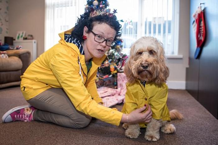 У собаки Лолы есть личный банковский счет, на который ежемесячно поступает 100 фунтов на текущие расходы.