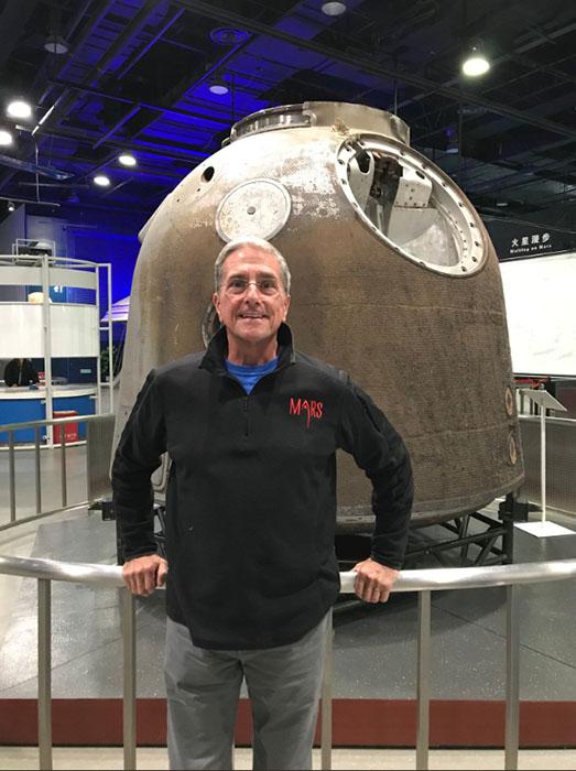 Большую часть своего времени Дон Томас сейчас работает с детьми, желающими стать астронавтами.