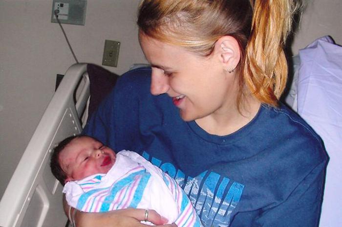 Джессика и новорожденная Алиса.