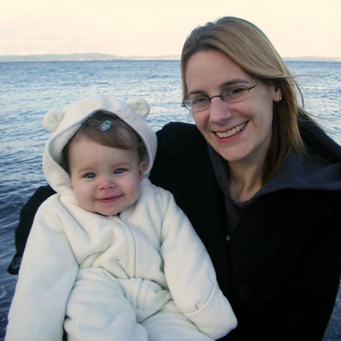 Джессика со своей маленькой дочкой.