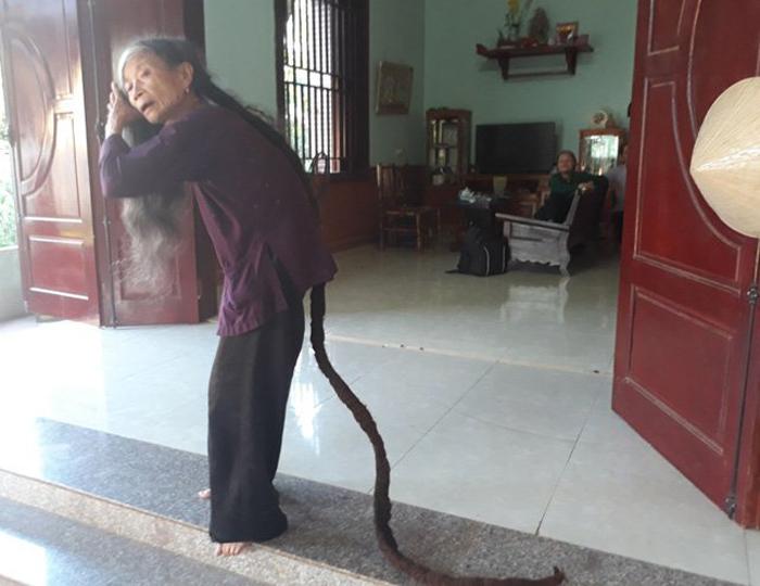 Трин Ти Нгиен признается, что длинные волосы доставляют ей много хлопот.