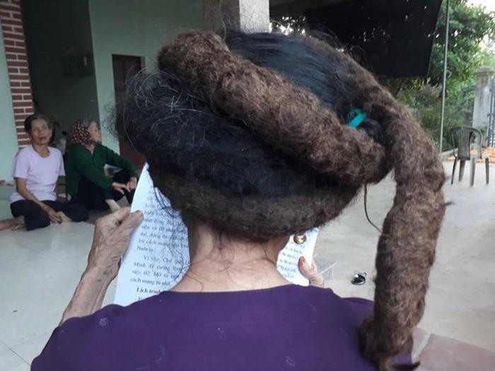 Трин Ти Нгиен приходится носить свои волосы, замотанные на манер чалмы.