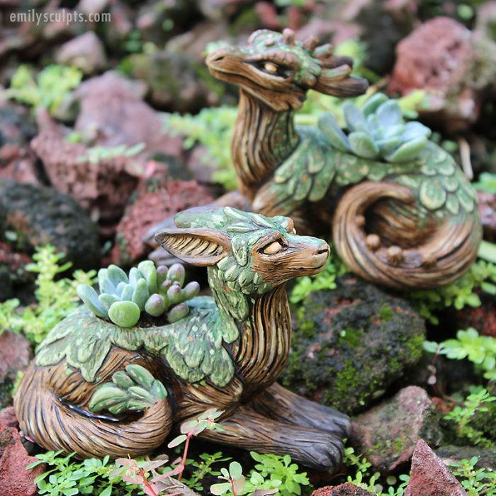 Драконы, похожие на коряги.  Автор: Emily Coleman.