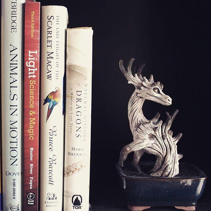 Керамический дракон.  Автор: Emily Coleman.