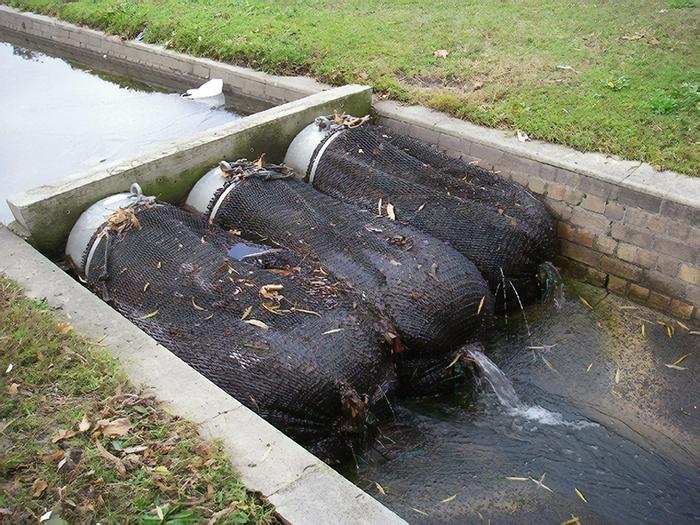 Как власти города Куинана решили вопрос загрязнения ливневой канализации.