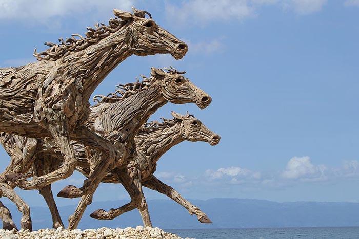 Мчащиеся лошади. Автор: Джеймс Доран-Вебб.