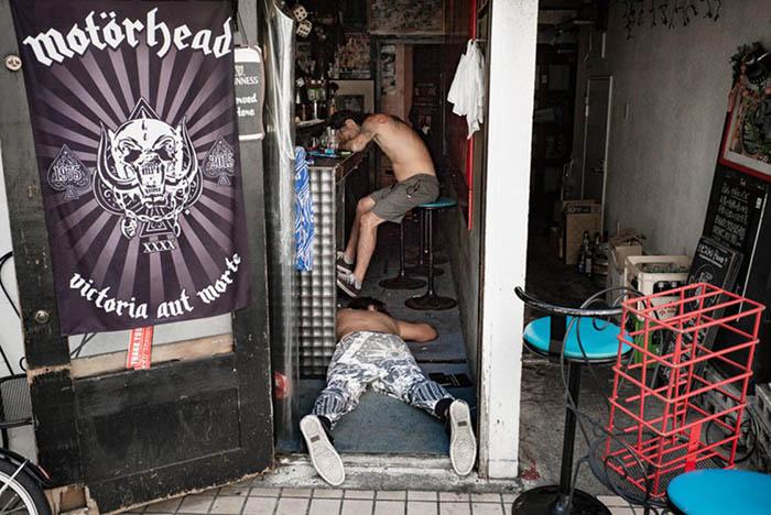 Недалеко ушли от барной стойки.  Фото: Lee Chapman.