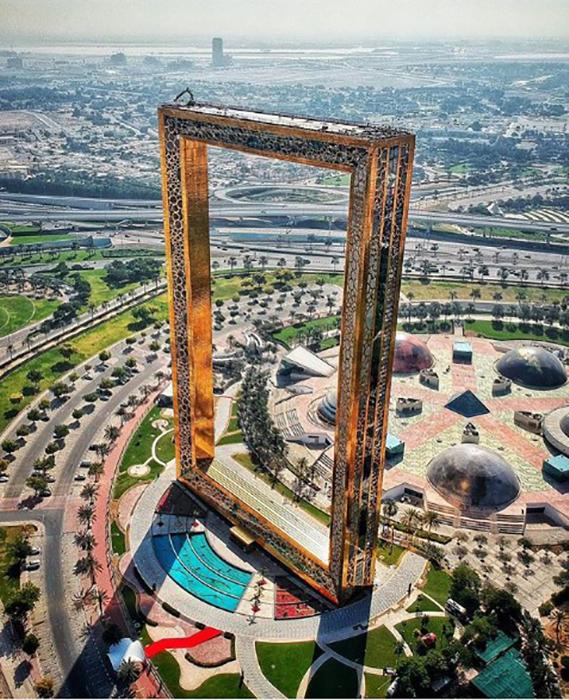 Рамка Дубая с высоты птичьего полета. Instagram elenatee.
