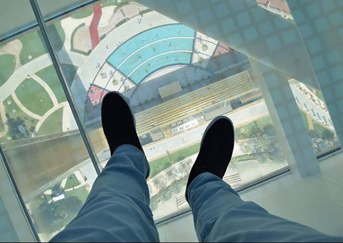 Прозрачный пол в Dubai Frame.