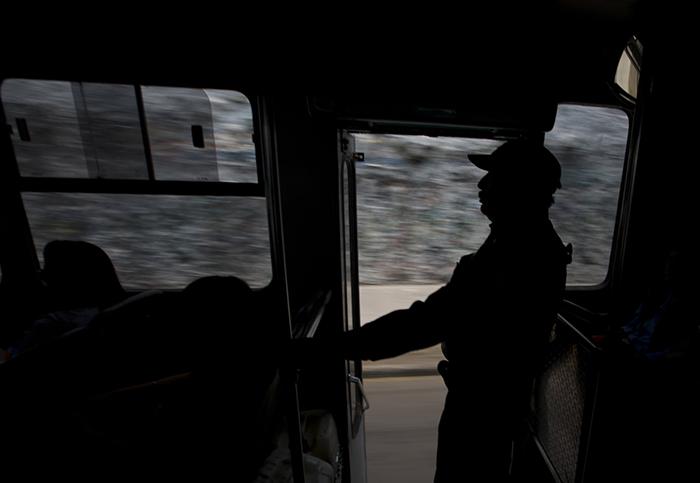 Если охрана автобусов возымеет эффект, скорее всего, так же поступят и в остальных районах 20-миллионного города.
