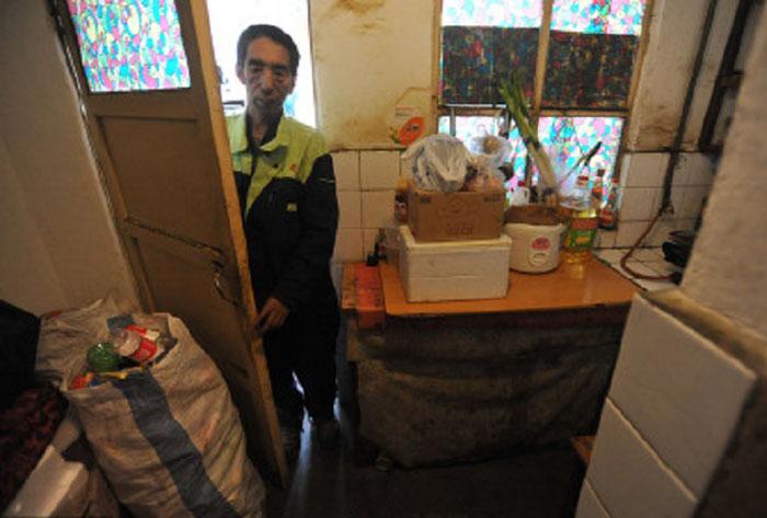Сейчас Чжао снимает маленькую квартирку, чтобы экономить еще больше.