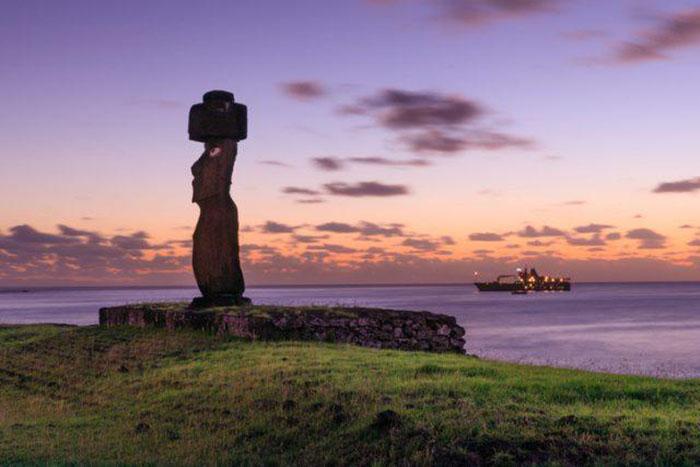 В среднем статуи моаи 3-5 метров в высоту.