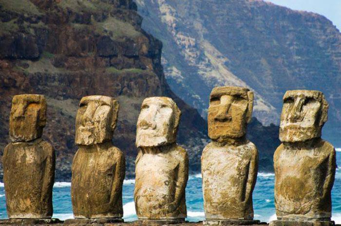 Статуи были предположительно созданы в промежутке между 1250 и1500годами.
